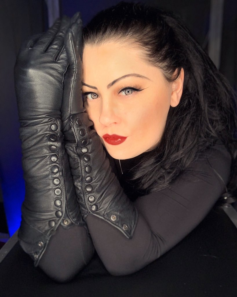 Dominatrix leather gloves