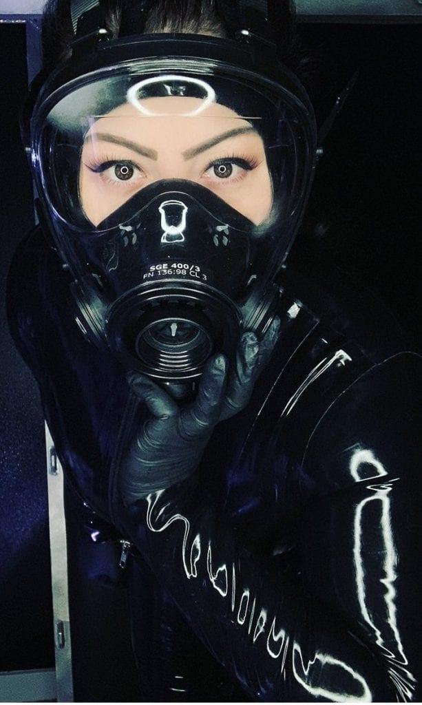 Latex Dominatrix in gas mask